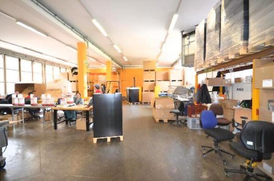 polsenzhof neuwertige halle mit lastenlift und lkw andockstation zu mieten storebox. Black Bedroom Furniture Sets. Home Design Ideas